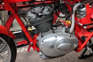 Ducati 250 mach 1 engine